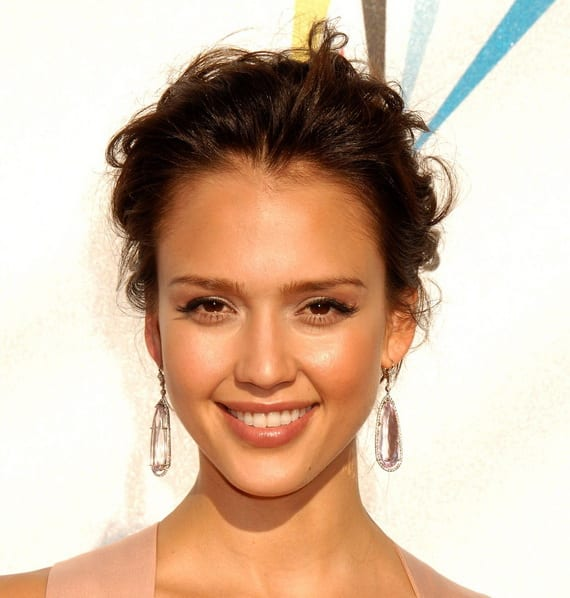 Hairstyle Tips for Oval Face Shape